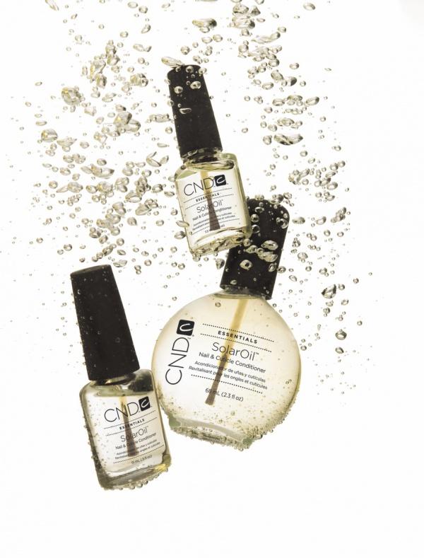 CND SolarOil  肌の水分を保ちながら肌の毛穴に浸透する3種(アーモンドオイル・ホホバオイル・ライスブランオイル)の天然オイルを特別にブレンドしたキューティクルスキンオイル。ビタミンE配合。  / 1本 3.7ml ¥680(税込)